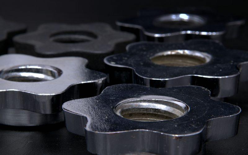 nuts-screw-metal-thread-162601.jpeg